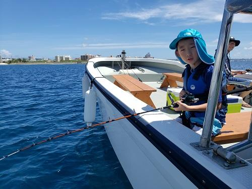 船に乗って海遊びにでかけませんか?船酔いの心配少なく楽しめるマリンスポーツ!