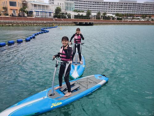 沖縄北谷で新感覚マリンスポーツ!泳げない方も初めての方も楽しめる『足漕ぎサップ』