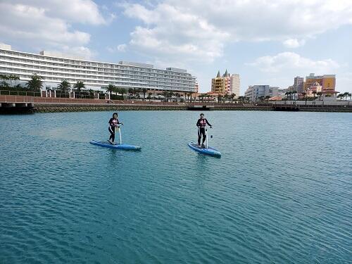水面散歩が楽しめる?新感覚『足漕ぎサップ』沖縄シーパーク北谷