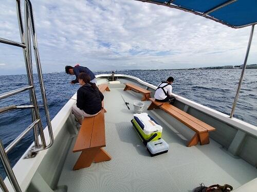 1名から参加OK!沖縄で初心者から楽しめる『船釣り体験』@北谷