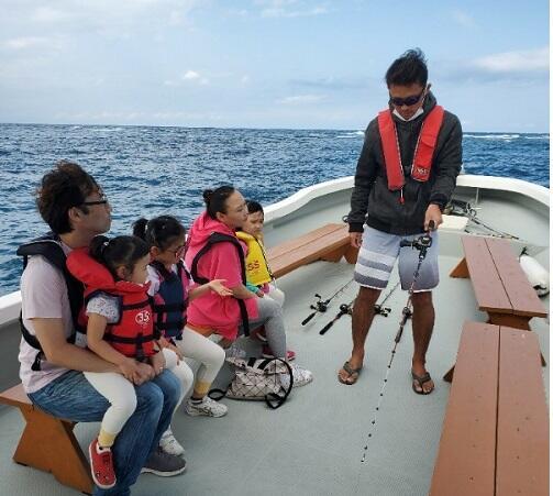 春休みは家族、友達と沖縄で『釣り体験』はいかがですか!3歳の子供から楽しめる『ボートフィッシング』