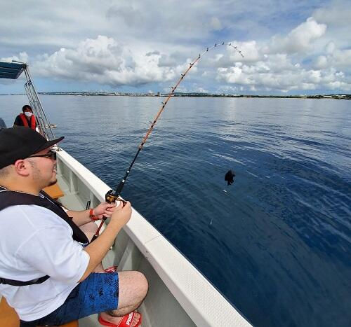 手軽に『釣り体験』を沖縄で体験!人気観光地『北谷』でマリン体験!
