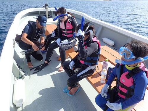 親子で『ボートシュノーケリング』!沖縄本島屈指のサンゴポイントにご案内!@沖縄シーパーク北谷