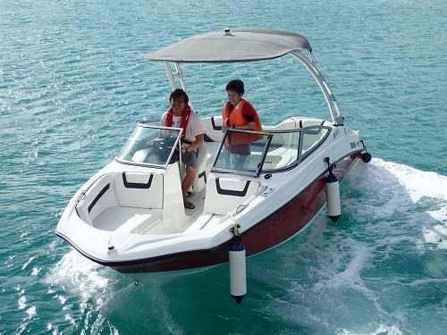 沖縄北谷で舟遊び