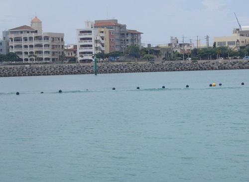 沖縄北谷フィッシャリーナ、人口サーフ.JPG