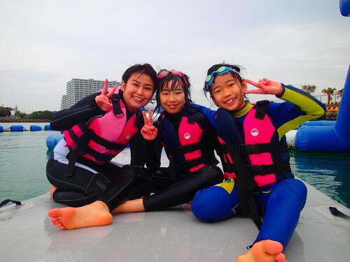 沖縄旅行におすすめ『海上アスレチック』!年中開催!雨でも開催!@シーパーク北谷