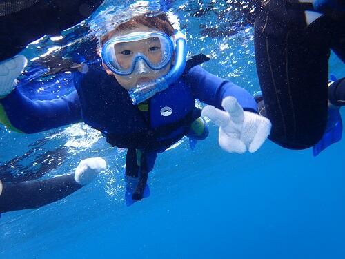 沖縄で是非チャレンジしてほしいアクティビティ『ボートシュノーケリング』