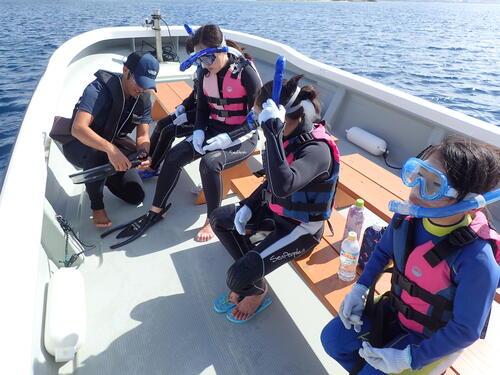 沖縄の海を気軽に快適に楽しめるマリンスポーツ『シュノーケリング』体験♪@シーパーク北谷