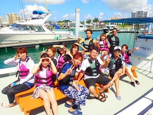 沖縄の海で大人もはしゃぎ放題の遊び場!『海上アスレチック』は北谷町『シーパーク北谷』