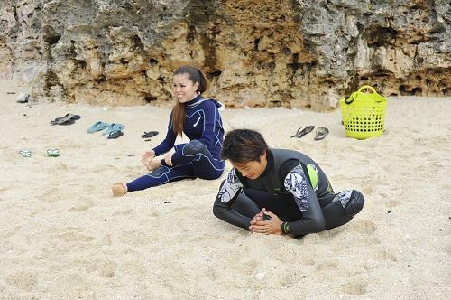 沖縄北谷町でサーフィン体験スクール