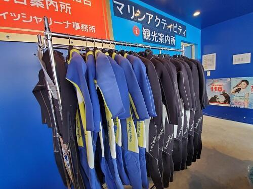 ウエットスーツを着ればまだまだ遊べる!沖縄で冬もマリンスポーツを!