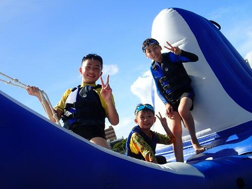 親子で楽しめる「海上アスレチック」!1時間遊び放題@沖縄本島「シーパーク北谷」