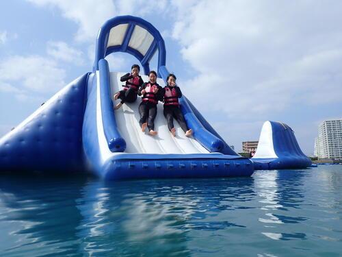 沖縄中部で寒さ吹き飛ばす「新感覚足漕ぎサップ」を楽しもう♪@シーパーク北谷