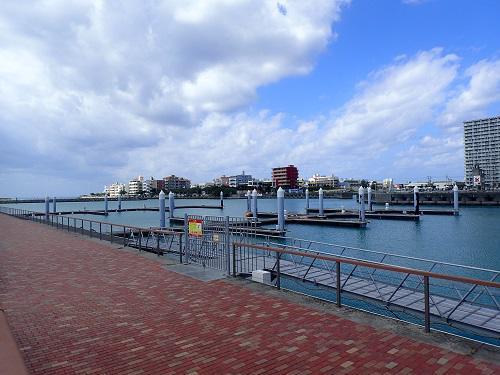 .沖縄、北谷シーパーク、海上ウォーターパーク、北谷フィッシャリーナ、クリアカヤック、ホビーミラージュエクリプス、マリンアクティビティJPG