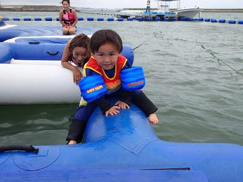 沖縄、雨が降ったらどうしよう?雨のおすすめ海遊び『シーパーク北谷』