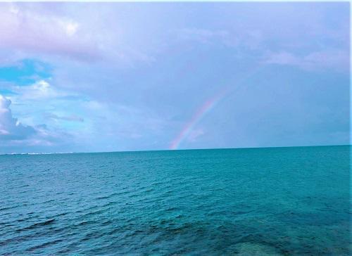 海の上に架かる虹
