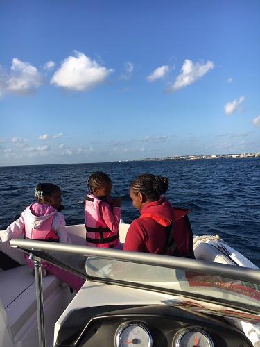 沖縄北谷でボート遊覧 ボートツアー