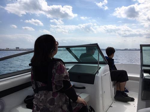 春の海、沖縄で格安クルージング