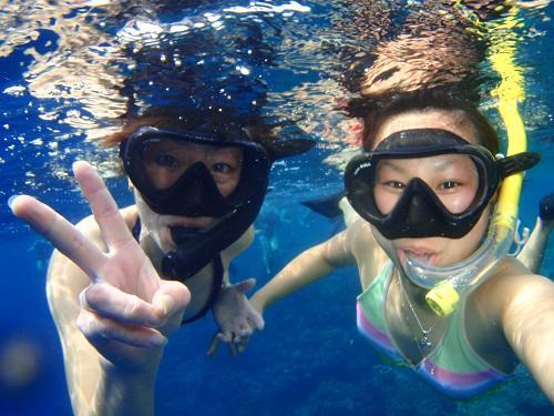 沖縄の大海原をチャーターボートで満喫