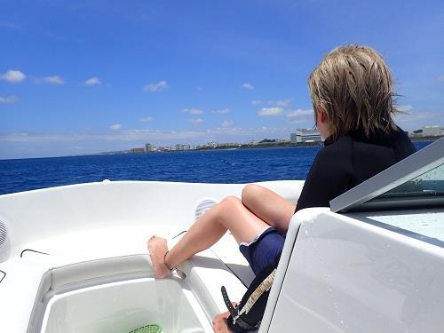 北谷フィッシャリーナ発ボート!.JPG