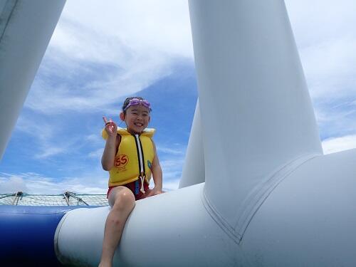 子連れに好評!沖縄で人気の海上アスレチックを毎日受付!