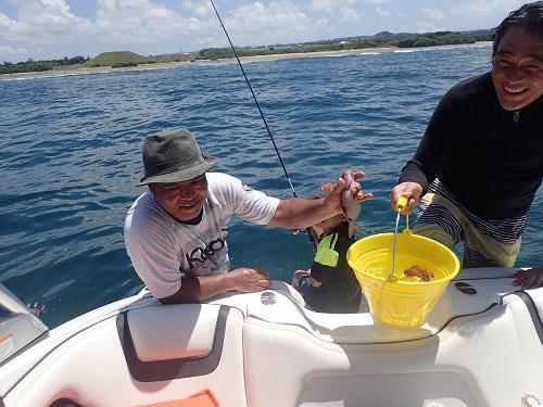 沖縄釣りシーズンも本番、沖縄の釣り、トロピカルフィッシング、グルクン、秋、よく釣れる、ボートフィッシング、ボートチャーター、北谷発、北谷フィッシャリーナ.JPG
