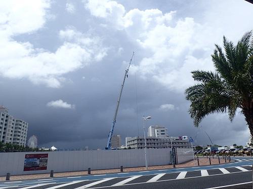 台風は突然に。沖縄恵みの雨。.JPG