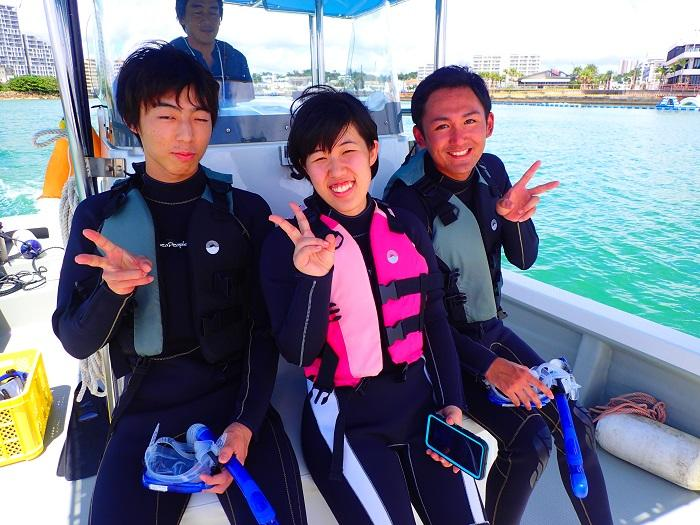沖縄 シュノーケル 北谷 ボートで