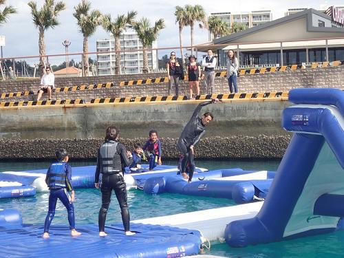 沖縄 6歳からできるマリンスポーツ、船で行く公園【シーパーク北谷】