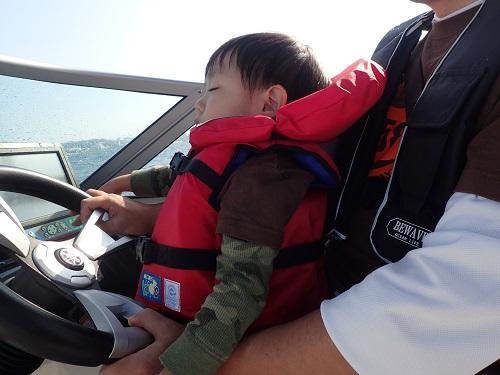 3歳でも参加できるマリンスポーツ、北谷海上散歩ボートちょい乗り遊覧