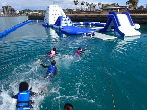 小寒、沖縄で初泳ぎ