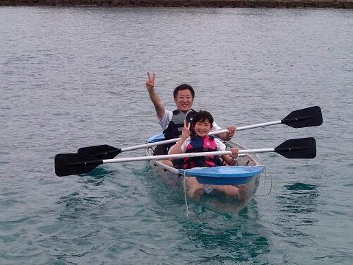 沖縄で人気の『クリアカヤック』!シーパーク北谷では3歳から参加OK!