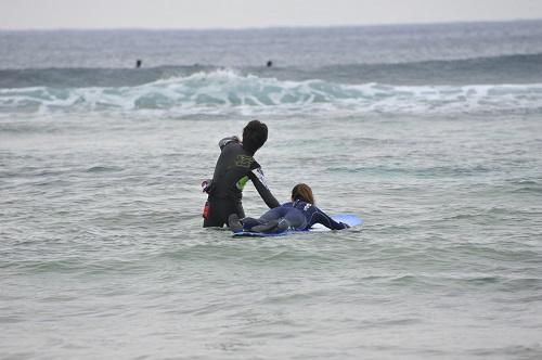 冬のマリンスポーツならサーフィン
