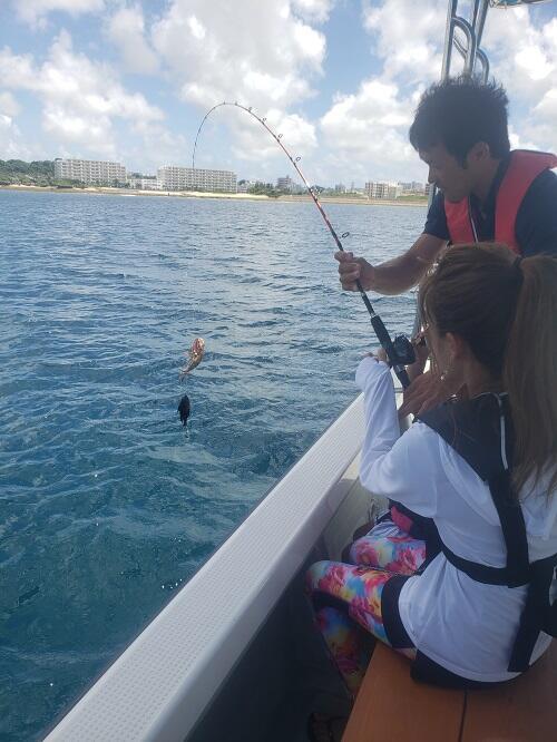 『船釣り体験』を北谷で楽しもう!3歳のお子さんから参加OK!@沖縄シーパーク北谷