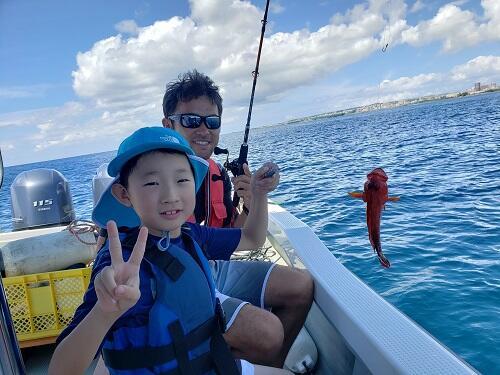 沖縄で船釣り体験?!3歳からのんびり『ボートフィッシング』@シーパーク北谷