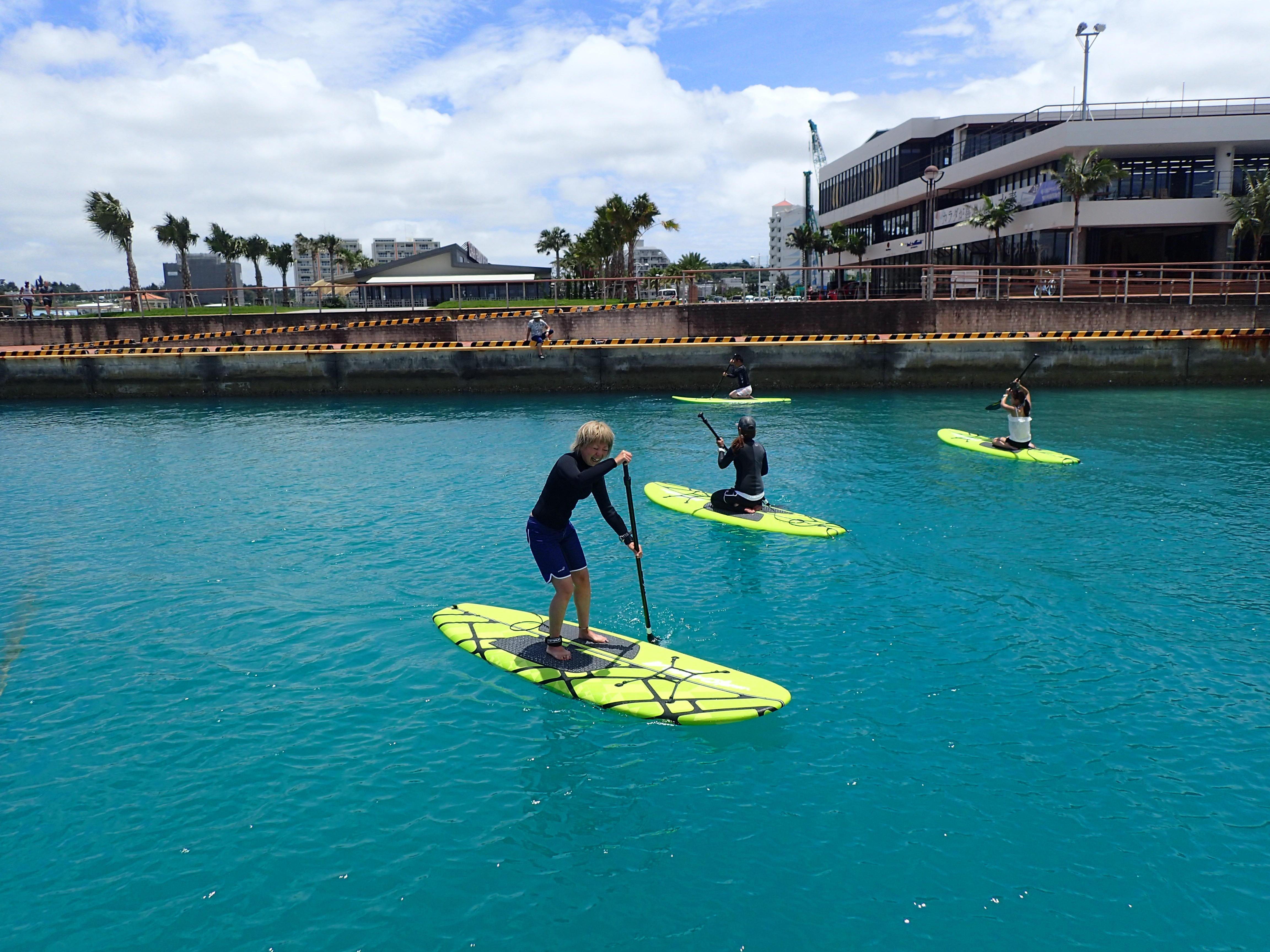 行きかうボートや都市型リゾートを眺められるフィールドは沖縄でもここだけ!!!