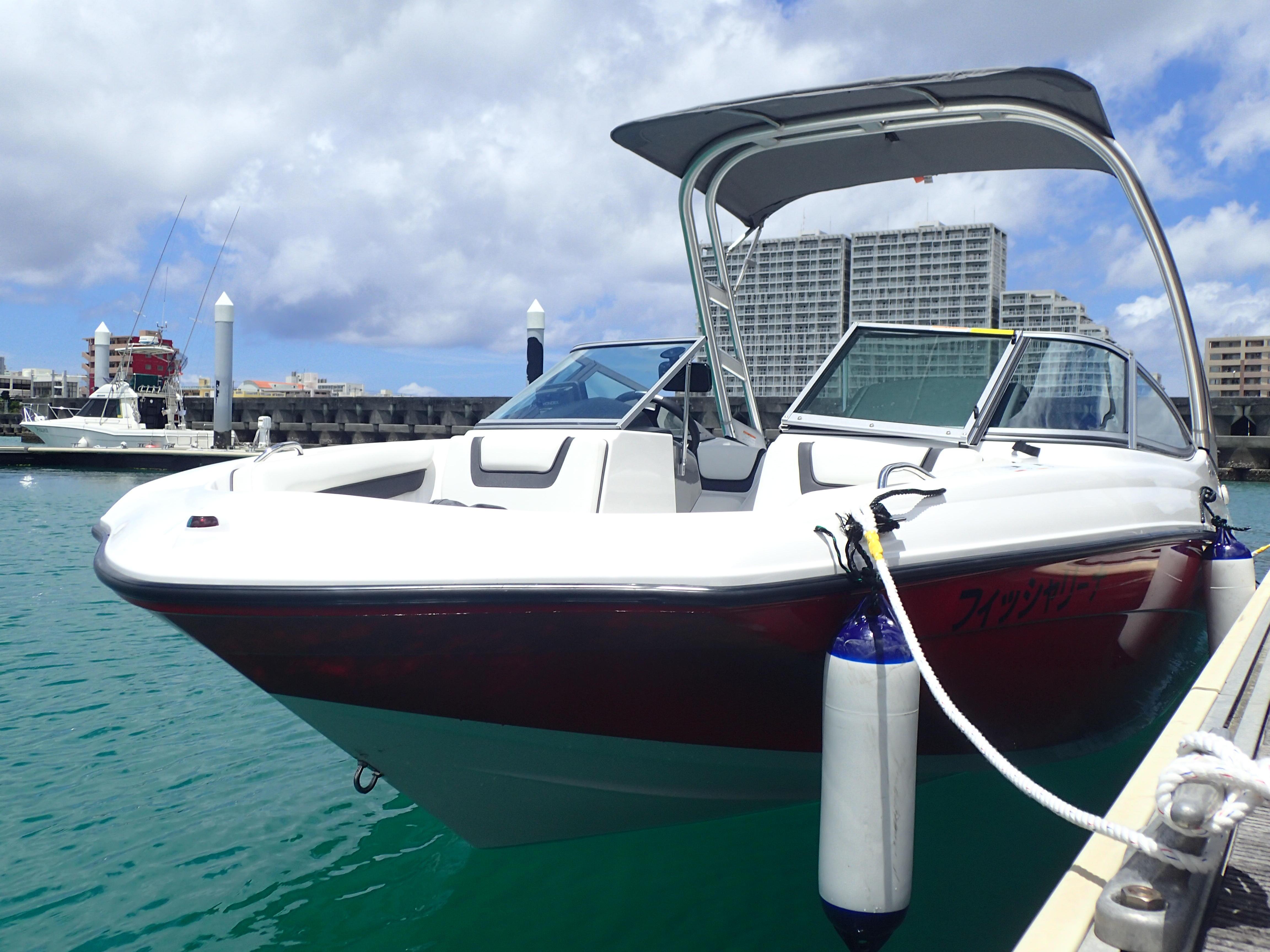 8名乗り(船長含む)のジェット船 7名様まで乗船可能 ふかふかシートの乗り心地 お好きな音楽とともに遊覧!