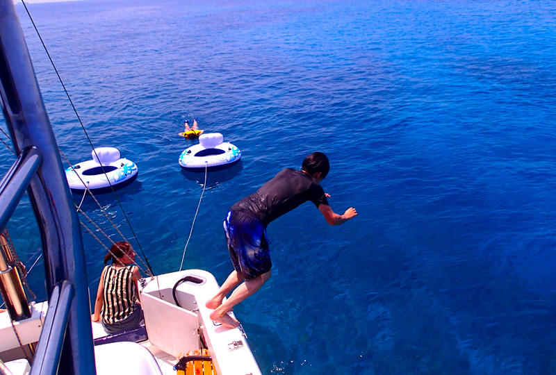 世界に誇る透明度の高い沖縄の海を思う存分満喫