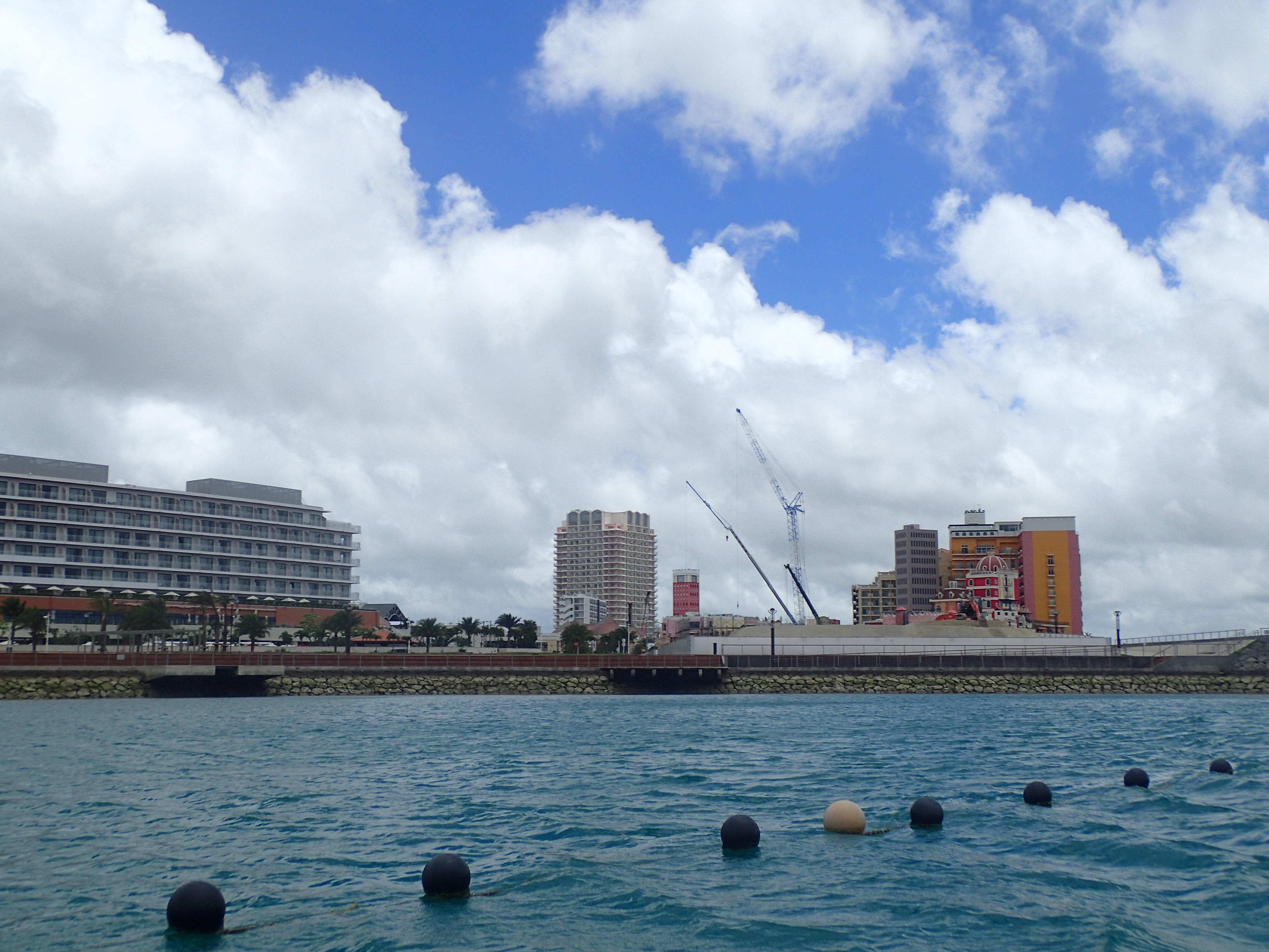 いざ出航!青い空・青い海に吸い込まれていく。。。沖縄らしい体験です
