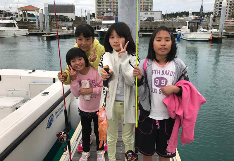 釣り竿はレンタルになります。釣り竿・えさセット 1人 ¥1,500