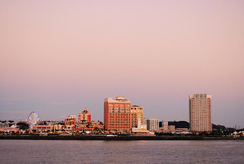 有名観光スポット「アメリカンビレッジ」も海から一望できます