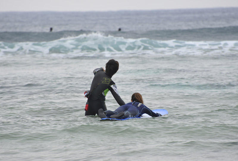 ロングボードを使ってのサーフィン!まずは波やボードにしっかり慣れましょう。